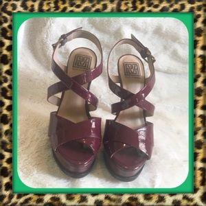 👑Beautiful Pour La Victoure Burgundy Patent Heels